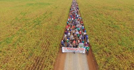 43ª Romaria da Terra reúne dez mil romeiros e romeiras em Mormaço